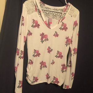Super cute shirt with flowers